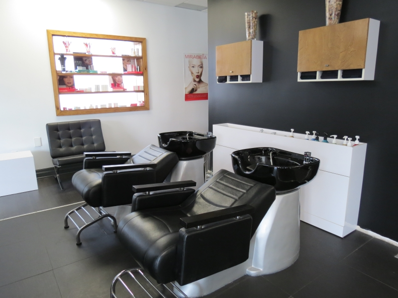 Photo de Urbania coiffure-spa - Salons Beauty & Hairstyling